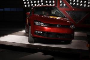 Pfahlaufpralltest im ADAC Testzentrum mit einem VW Polo mit Curtain-Airbag. Foto: ADAC.
