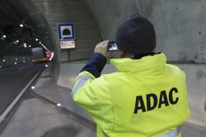 Tester in Aktion: Beim 14. Tunneltest prüften die Experten 20 Röhren in fünf Ländern Foto: ADAC / Michael Bader.