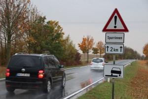 Bei Regen sollte man und einen längeren Bremsweg einplanen und den Sicherheitsabstand erhöhen. Foto: ARCD.