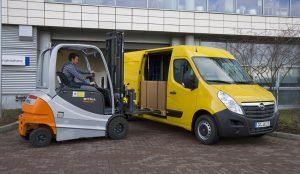 Lieferverkehre fahren heute tagsüber, wenn auf den Straßen am meisten los ist. Foto: Opel.
