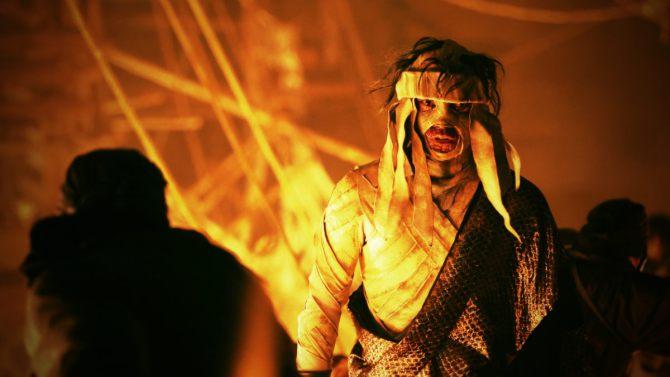 The bandaged villain, Shishio strikes an evil pose
