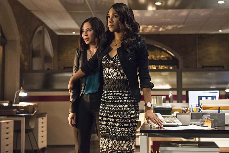 """The Flash -- """"The Darkness and the Light"""" -- Image FLA205B_0140b.jpg -- Pictured (L-R): Malese Jow as Linda Park and Candice Patton as Iris West -- Photo: Cate Cameron/The CW -- © 2015 The CW Network, LLC. All rights reserved."""