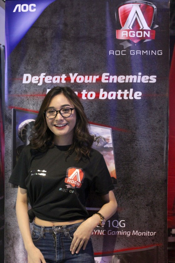 The irresistibly kawaii Sachzna graced the AGON booth and even treated the fans with a few games of Street Fighter!
