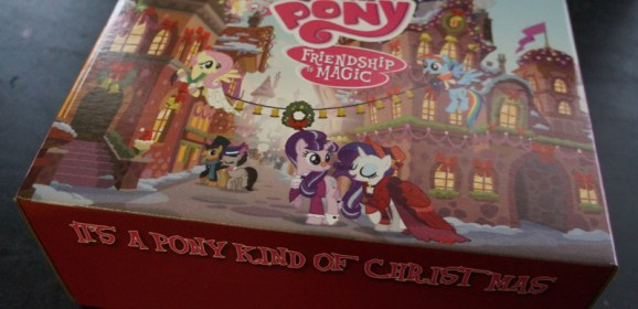 A Pony Kind of Christmas! Cosplayer Ki-chan Unboxes the MLP Holiday Box