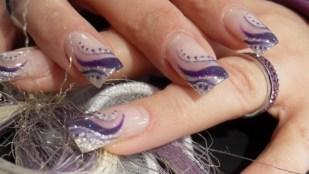 nail-art-per-le-mani-viola