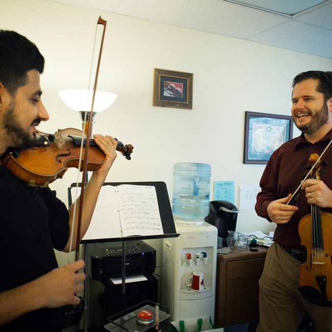 syrian-refugee-musician-canadian-hosts