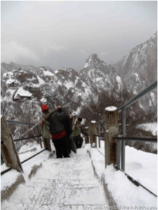 A group of porters going down the mountain after they finished their delivery.