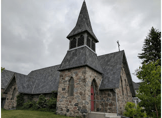I happen to think Episcopal churches are among the most beautiful buildings in the world. This one in Devils Lake makes me feel I'm in merry old England.