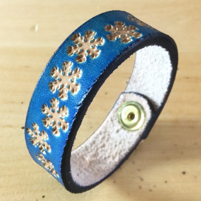 hideaway-hand-made-in-wales-blue-snowflakes-bangle