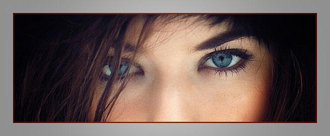 Kék szemű lány.