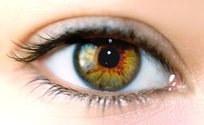 Szép női szem.