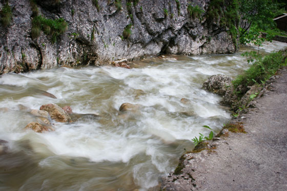 hömpölygő folyó.