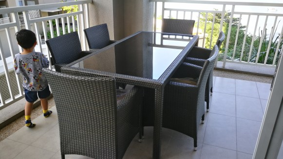 Quayside condo outdoor dining set