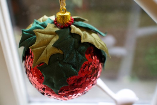 02 red ornament