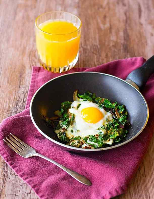 Persian spinach and eggs is packed with nutritious ingredients.