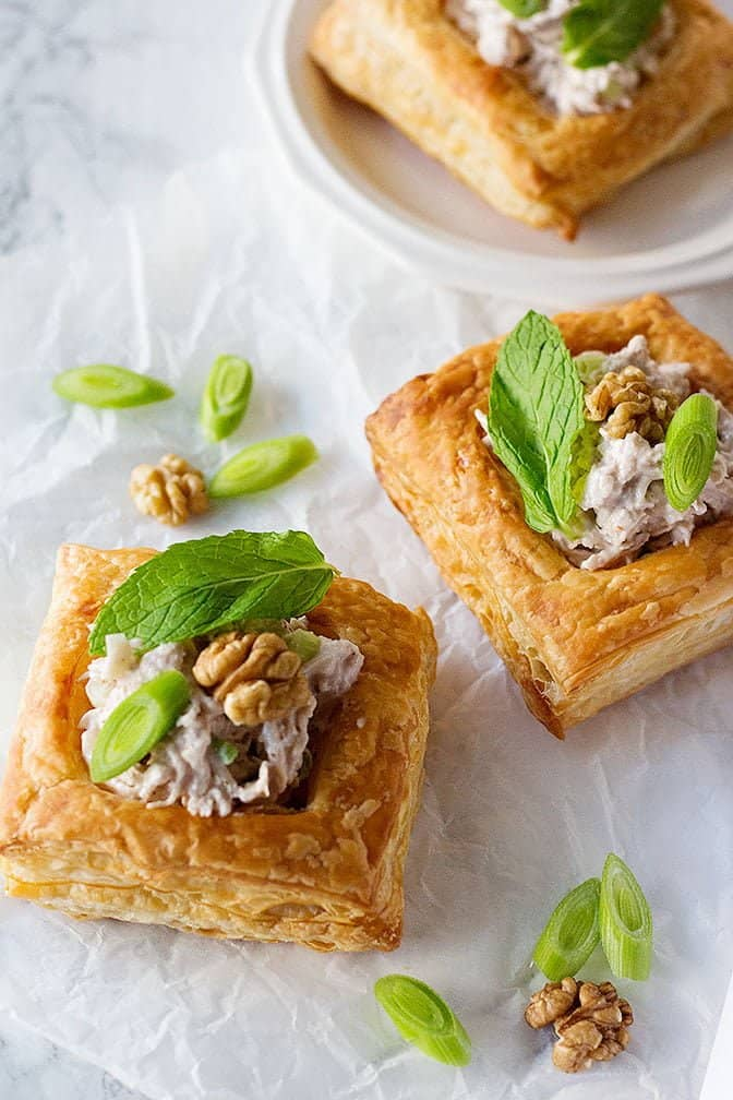 This Chicken Walnut Puff Pastry is a great appetizer as it's very easy and can be made ahead of time. The creamy and crunchy texture of this dish satisfies every appetite!