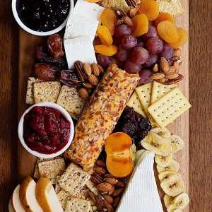 How to Build the Perfect Cheese Board For a Party