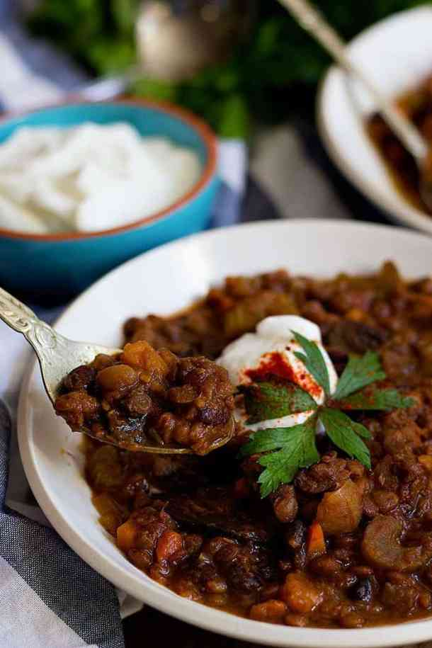Quick Vegetarian Chili | Quick Vegetarian Chili Recipe | Vegetarian Chili | Slow Cooker Vegetarian Chili | From unicornsinthekitchen.com #vegetarian #chili #vegetarianfood #vegetarianrecipes