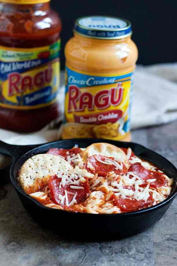 Pizza Dip Recipe - Cheese sauce and pasta sauce are added to this recipe.