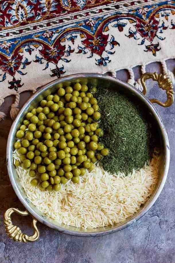 How to make Persian Dill Rice. Place rice, dried dill weed and peas in a pot and fill with water.