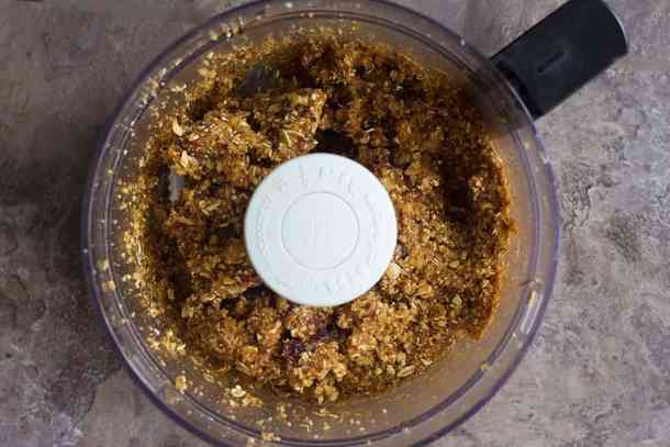 Mix dates, walnuts, oats and cinnamon together until completely combined.