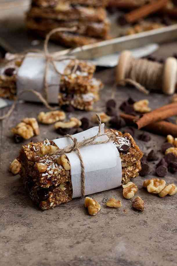 Homemade granola bar recipe is easy to follow and you can make a big batch.