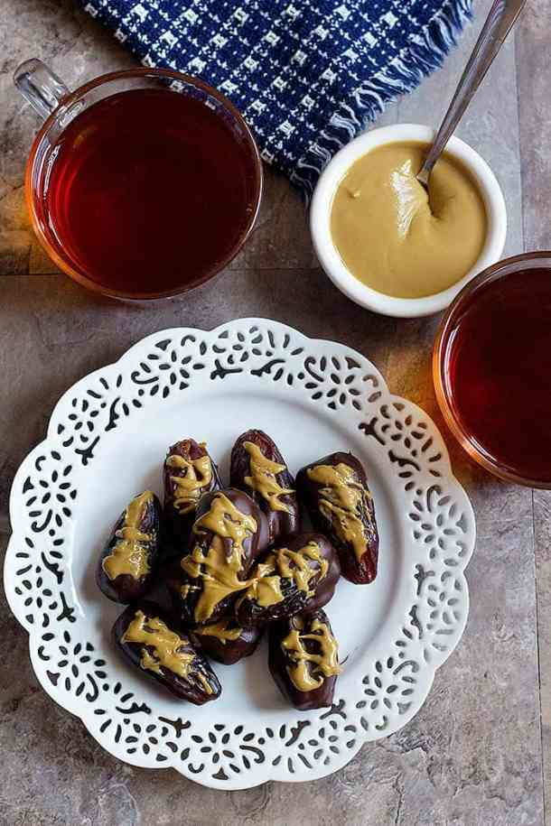 Make this stuffed dates recipe for a tasty and healthy dessert or midday snack. Stuffed dates are liked by everyone and even make a great school snack!