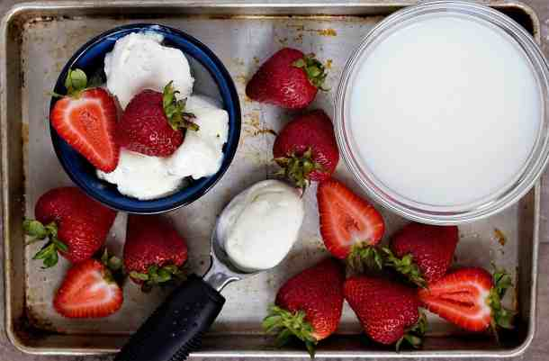 strawberry milkshake ingredients are milk, vanilla ice cream and strawberries