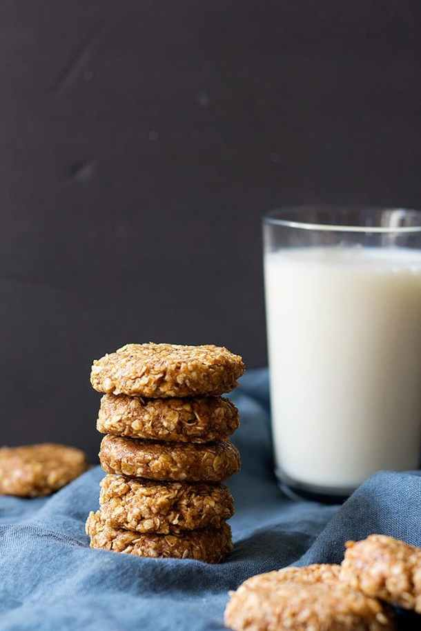No bake peanut butter oatmeal cookies are the best snack ever! These no bake cookies are filled with peanut butter and are made with only a few ingredients.