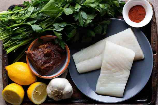 To make this pan seared Alaska halibut with tamarind sauce you need the following ingredients: Alaska halibut Tamarind paste Garlic Ginger Paprika Sugar