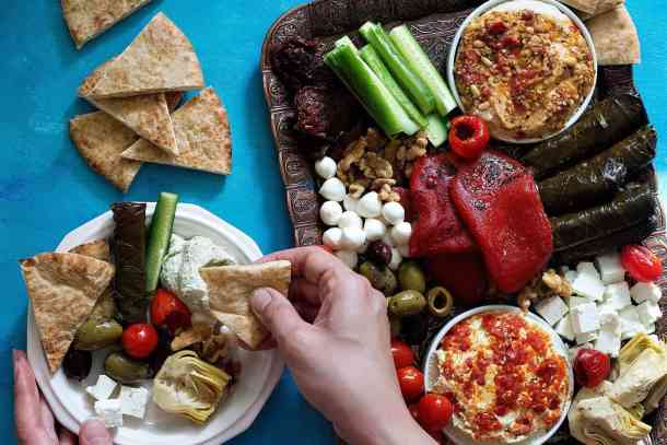 This hummus platter is perfect for parties and gatherings.