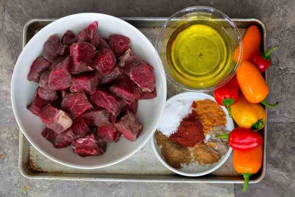 For this beef shish kabob recipe you ned beef chunks, olive oil, spices and peppers.