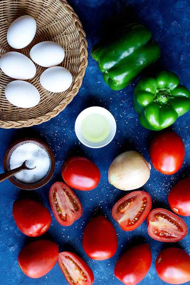To make turkish tomatoes and eggs you need eggs, tomatoes, oil, pepper, onion and salt.