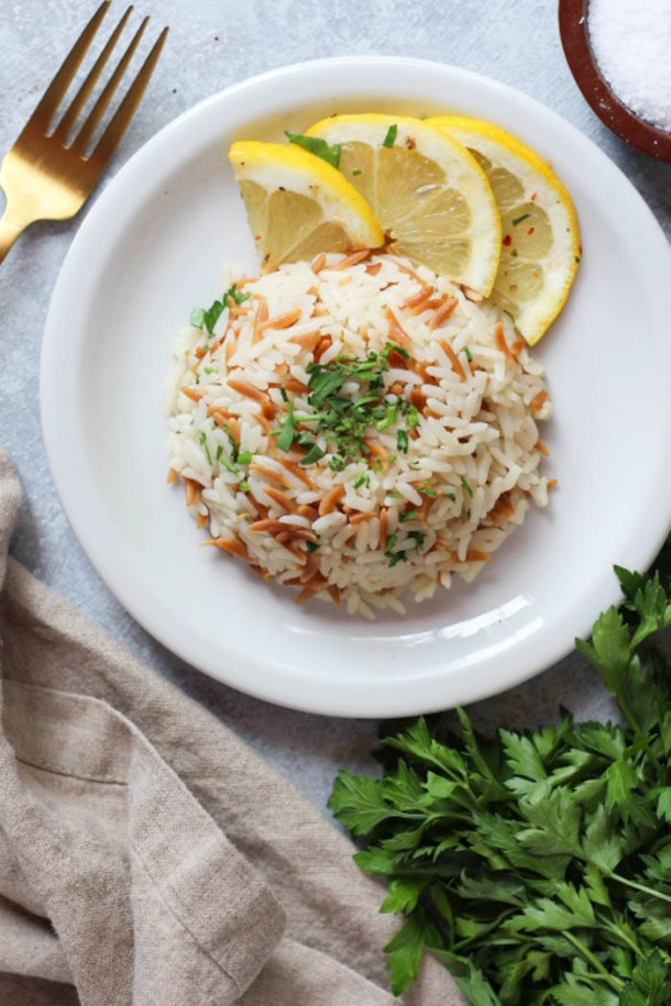 Turkish rice pilaf with orzo served with a few lemon slices.