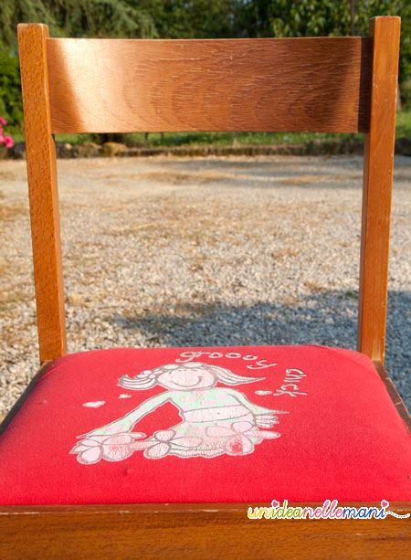 Riciclo creativo rivestire le sedie con vecchie magliette