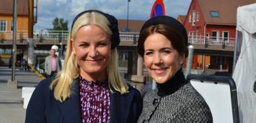 Kronprinsessene Mary og Mette-Marit minnes falne soldater