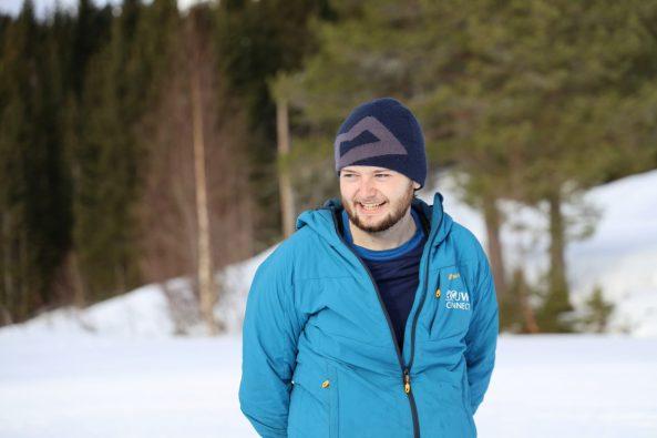Josh Macfarlane på tur i vinterklær