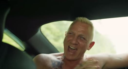 Daniel Craig Looks Unrecognisable As Goofy Thief In New Trailer daniel craig