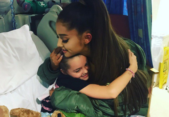 Manchester Bombing Victims Clapped By Crowds As They Enter One fancy Concert Ariana3 web