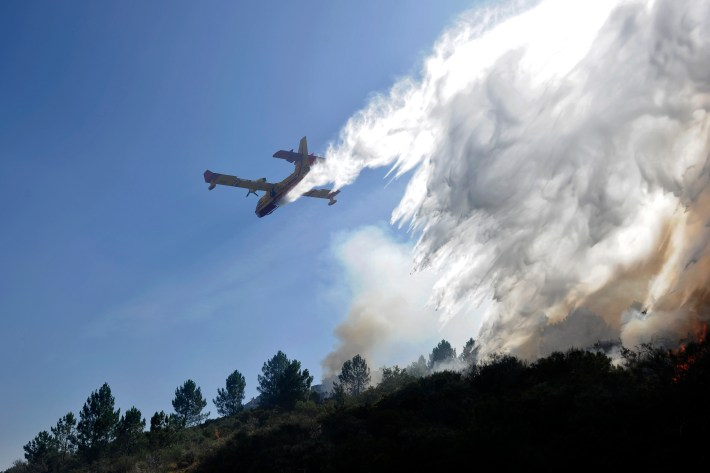Plane Crashes While Trying To Help Extinguish Portugal Forest Fire forrrrrrrr