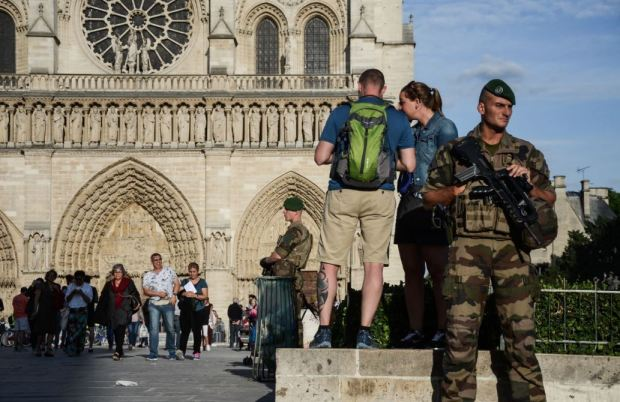 Police Shoot Attacker Near Notre Dame Cathedral france919124