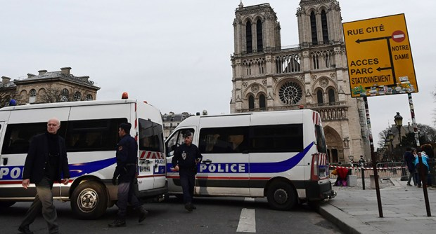 Police Shoot Attacker Near Notre Dame Cathedral notredame2