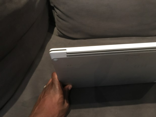Microsoft Surface Laptop Review: Very Stylish And Secure IMG 4681
