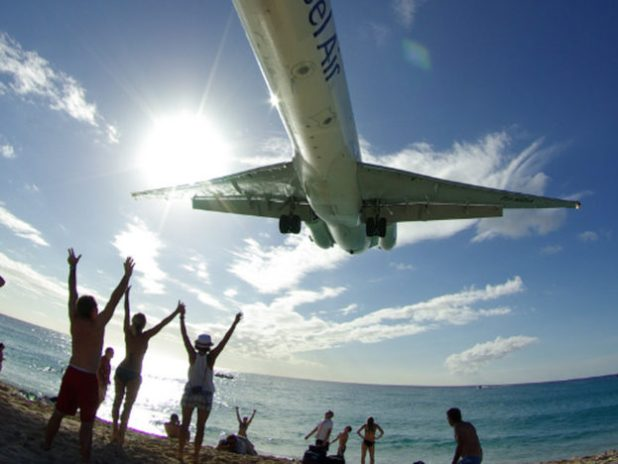 Tourist Dies After Being Hit By Jets Blast On The Beach Plane setting off 624x468