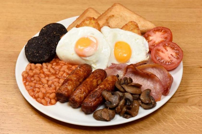 You Can Now Buy A Full English Breakfast In A Yorkshire Pudding morisons big daddy breakfast 1