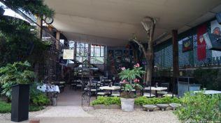 mit offenem Restaurant