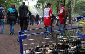 Giving to the bottle collectors: a small gesture of solidarityGiving to the bottle collectors: a small gesture of solidarity