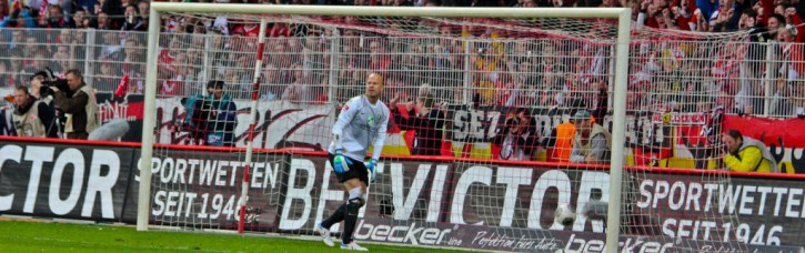 Aue's keper did not move at Tusche's free-kick