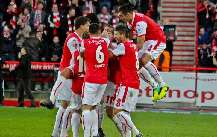 Union celebrate their 1:0 against Erzgebirge Aue