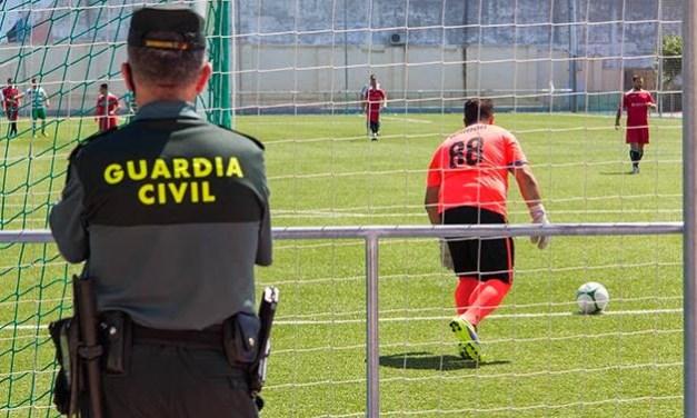 El agente condenado por insultar a un superior en una pachanga en Verín no ingresará en prisión